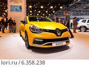 Купить «Renault Clio R.S.Московский международный автомобильный салон 2014», эксклюзивное фото № 6358238, снято 29 августа 2014 г. (c) Сергей Лаврентьев / Фотобанк Лори