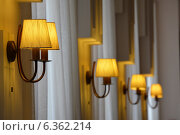 Светильники на стене в ресторане. Стоковое фото, фотограф Ирина Мазур / Фотобанк Лори