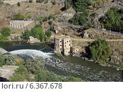 Купить «Толедо. Постройка XVI века на реке Тахо», фото № 6367678, снято 7 октября 2013 г. (c) Irina Opachevsky / Фотобанк Лори