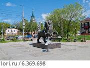 Купить «Бронзовая фигура мифического зверя Бабра, несущего в зубах соболя (персонаж герба города Иркутска)», фото № 6369698, снято 16 августа 2018 г. (c) Timur Kagirov / Фотобанк Лори