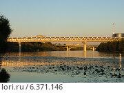 Купить «Митинский (Мякининский) метромост», фото № 6371146, снято 7 сентября 2014 г. (c) Артем Ефимов / Фотобанк Лори