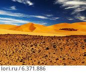 Sand dune in Sahara Desert, Tadrart, Algeria. Стоковое фото, агентство Ingram Publishing / Фотобанк Лори