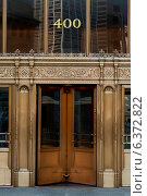 Doorway Entrance and Facade of a building, Chicago, Cook County, Illinois, USA. Стоковое фото, агентство Ingram Publishing / Фотобанк Лори