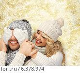 Купить «smiling couple in sweaters and santa helper hats», фото № 6378974, снято 7 октября 2012 г. (c) Syda Productions / Фотобанк Лори
