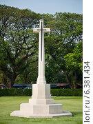 Купить «Kanchanaburi, Thailand, the Allied cemetery», фото № 6381434, снято 8 марта 2011 г. (c) Caro Photoagency / Фотобанк Лори