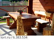 Интерьер дачной беседки с деревянной мебелью. Стоковое фото, фотограф Кохан Пётр / Фотобанк Лори