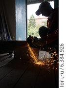 Купить «Ремонт в подъезде, слесарь управляющей компании», фото № 6384926, снято 2 сентября 2014 г. (c) макаров виктор / Фотобанк Лори