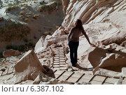 Купить «Woman standing near cliffs, Ulrike's Cave, Amangiri, Utah, USA», фото № 6387102, снято 18 июня 2019 г. (c) Ingram Publishing / Фотобанк Лори