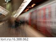 Купить «Blurred view of a train at a subway station, Stockholm, Sweden», фото № 6388062, снято 22 августа 2019 г. (c) Ingram Publishing / Фотобанк Лори