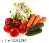 Купить «Свежие овощи на белом фоне», фото № 6388390, снято 12 июля 2014 г. (c) Литвяк Игорь / Фотобанк Лори