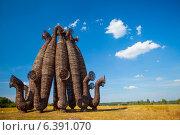 Купить «Арт-объект в поле», фото № 6391070, снято 29 июля 2014 г. (c) Андрей Пожарский / Фотобанк Лори
