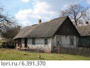 Купить «Старый деревенский дом», фото № 6391370, снято 19 апреля 2014 г. (c) Татьяна Грин / Фотобанк Лори