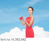 Купить «smiling young woman in red dress with gift box», фото № 6392642, снято 1 июня 2014 г. (c) Syda Productions / Фотобанк Лори