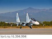 Купить «Истребитель Су-35 на камчатском аэродроме», фото № 6394994, снято 12 сентября 2014 г. (c) Александр Лицис / Фотобанк Лори