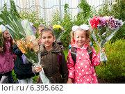 Купить «Девочки-первоклашки», эксклюзивное фото № 6395662, снято 1 сентября 2014 г. (c) Куликова Вероника / Фотобанк Лори