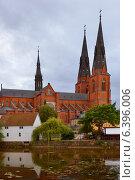 Вечерний городской пейзаж. Кафедральный собор. Уппсала, Швеция (2014 год). Стоковое фото, фотограф Валерия Попова / Фотобанк Лори