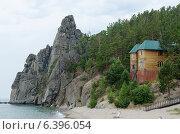 Купить «База отдыха. Озеро Байкал, бухта Песчаная, мыс Малый Колокольный», фото № 6396054, снято 25 июля 2014 г. (c) Юлия Батурина / Фотобанк Лори