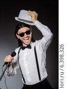 Купить «Funny singer with microphone at the concert», фото № 6398326, снято 16 декабря 2013 г. (c) Elnur / Фотобанк Лори