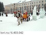 Купить «Дед Мороз на коне», эксклюзивное фото № 6403042, снято 11 января 2013 г. (c) Анатолий Матвейчук / Фотобанк Лори