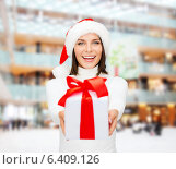 Купить «smiling woman in santa helper hat with gift box», фото № 6409126, снято 15 августа 2013 г. (c) Syda Productions / Фотобанк Лори