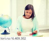 Купить «teacher with globe and notepad at school», фото № 6409302, снято 25 августа 2013 г. (c) Syda Productions / Фотобанк Лори