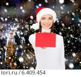 Купить «woman in santa helper hat with blank red card», фото № 6409454, снято 15 августа 2013 г. (c) Syda Productions / Фотобанк Лори