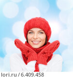 Купить «smiling young woman in winter clothes», фото № 6409458, снято 15 августа 2013 г. (c) Syda Productions / Фотобанк Лори