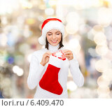 Купить «woman in santa hat with gift box and stocking», фото № 6409470, снято 15 августа 2013 г. (c) Syda Productions / Фотобанк Лори