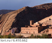 Traditional building in town at mountainside, Ouarzazate, Morocco (2012 год). Стоковое фото, агентство Ingram Publishing / Фотобанк Лори