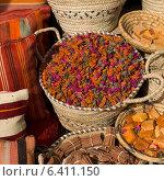 Spices for sale in a souk, Rahba Kedima, Marrakesh, Morocco. Стоковое фото, агентство Ingram Publishing / Фотобанк Лори