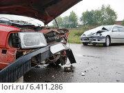 Купить «damaged car after accident», фото № 6411286, снято 10 сентября 2014 г. (c) Дмитрий Калиновский / Фотобанк Лори