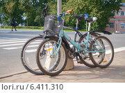 Припаркованные велосипеды (2014 год). Редакционное фото, фотограф Антон Каменский / Фотобанк Лори