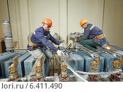 Купить «electricians workers», фото № 6411490, снято 29 марта 2014 г. (c) Дмитрий Калиновский / Фотобанк Лори