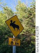 Купить «Elk crossing sign, Riding Mountain National Park, Manitoba, Canada», фото № 6412978, снято 27 июля 2013 г. (c) Ingram Publishing / Фотобанк Лори