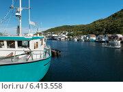Fishing trawler at Petty Harbor-Maddox Cove, St. John's, Avalon Peninsula, Newfoundland And Labrador, Canada (2013 год). Стоковое фото, агентство Ingram Publishing / Фотобанк Лори