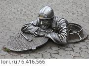 Купить «Памятник сантехнику на улице Ленина в Омске», эксклюзивное фото № 6416566, снято 9 сентября 2014 г. (c) Алексей Гусев / Фотобанк Лори
