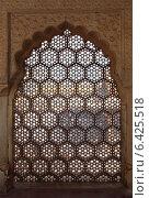 Орнамент на решетке окна в Индии (2012 год). Стоковое фото, фотограф Михаил Коханчиков / Фотобанк Лори