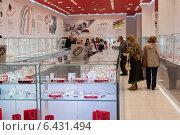 Купить «Ювелирный салон», эксклюзивное фото № 6431494, снято 30 августа 2014 г. (c) Володина Ольга / Фотобанк Лори