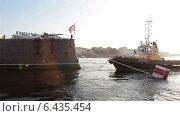 Купить «Операция по снятию крейсера Авроры с места стоянки для буксирования в Кронштадт, Санкт-Петербург», видеоролик № 6435454, снято 23 сентября 2014 г. (c) Кекяляйнен Андрей / Фотобанк Лори