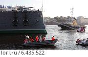 Купить «Буксировка крейсера Аврора, Санкт-Петербург», видеоролик № 6435522, снято 23 сентября 2014 г. (c) Кекяляйнен Андрей / Фотобанк Лори
