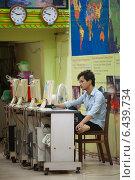 Купить «Cambodian tourist office, low season», фото № 6439734, снято 22 июня 2014 г. (c) Александр Подшивалов / Фотобанк Лори