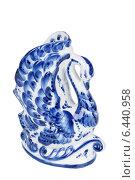 Купить «Сувенирная статуэтка Гжель в форме лебедя с традиционным узором, изолировано на белом фоне», фото № 6440958, снято 28 февраля 2013 г. (c) Игорь Долгов / Фотобанк Лори