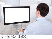 Купить «Businessman Using Desktop Pc At Desk», фото № 6442606, снято 25 марта 2014 г. (c) Андрей Попов / Фотобанк Лори