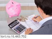 Купить «Businessman saving costs», фото № 6443702, снято 16 июля 2014 г. (c) Андрей Попов / Фотобанк Лори