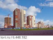 Купить «Современное строительство. Жилые дома», эксклюзивное фото № 6448182, снято 22 сентября 2014 г. (c) Svet / Фотобанк Лори