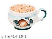 Купить «Керамическая чашка с сухим горохом», эксклюзивное фото № 6448542, снято 5 апреля 2014 г. (c) Александр Щепин / Фотобанк Лори