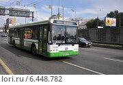 Автобус ЛиАЗ-5292 следует по улице Нижняя Масловка (Третье транспортное кольцо), эксклюзивное фото № 6448782, снято 11 августа 2012 г. (c) Дмитрий Абушкин / Фотобанк Лори