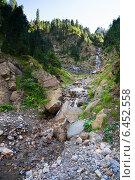 Купить «Small waterfall in mountains», фото № 6452558, снято 19 сентября 2018 г. (c) Яков Филимонов / Фотобанк Лори