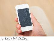 Купить «Hand Holding Smartphone With Broken Screen», фото № 6455290, снято 12 июня 2014 г. (c) Андрей Попов / Фотобанк Лори