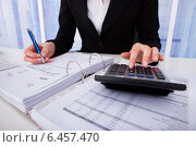 Businesswoman Calculating Tax. Стоковое фото, фотограф Андрей Попов / Фотобанк Лори